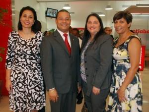 Jim Meek, Sonia Rivas y Juan Carlos Szabó.