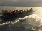 Embarcación con el grupo de personas.
