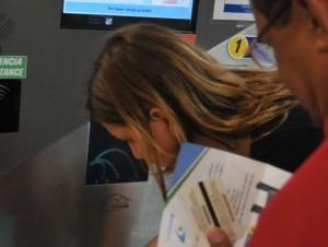 Los usuarios del parqueo del AILA deben pagar en la propia terminal.