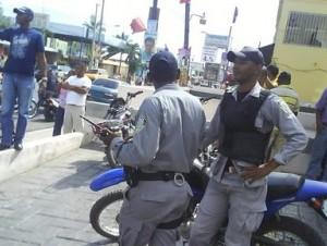 Patrullaje policial en Los Alcarrizos.