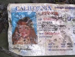 La licencia de manejo de la cantante Jenni Rivera, expedida en California, fue encontrada en el lugar donde se estrelló el jet en el que supuestamente viajaba y que cayó cerca de Iturbide, estado de Nuevo León.