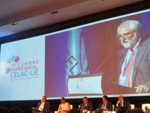 El presidente de la empresa InterEnergy Holdings, Rolando González Bunster, durante la cumbre.