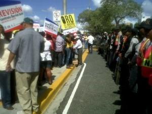 La Policía impidió que los manifestantes se acercaran a la Suprema Corte.