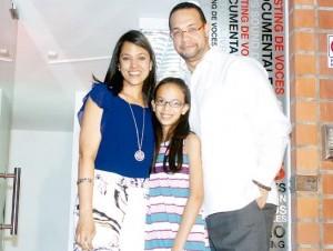 Cinthia Ortiz de Infante, Elizabeth Infante y Reynaldo Infante.
