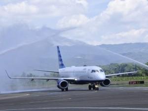 Avión de Jet Blue en el Aeropuerto Cibao.