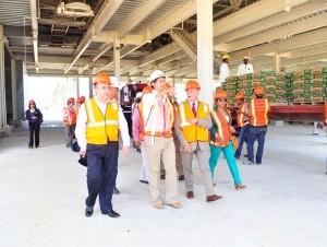 Varios senadores recorrieron las instalaciones de la industria ubicada en Villa Gautier, y resaltaron su alto nivel tecnológico. El ingeniero Manuel Estrella, presidente de la empresa, dio explicaciones.