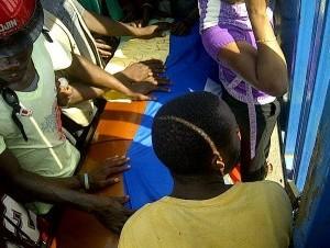 El cadáver la mujer fue apostado en la puerta fronteriza, del lado haitiano.