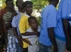 Haitianos deportados de la República Dominicana esperan para abordar un autobús que los lleve a sus ciudades de origen en un refugio en Croix-des-Bouquets, Haití, el domingo 24 de noviembre de 2013.