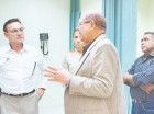 Miguel Pimentel Kareh mientras supervisa el hospital de Hato Mayor.
