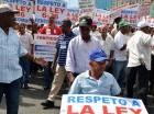 Trabajadores de la industria de la construcción protestaron en las afueras del edificio de la Seguridad Social, en la avenida Tiradentes, porque alegadamente un sector de los empresarios pretende que se revoque la resolución 343-014 del 5 de junio, que