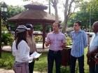 Juan de los Santos, alcalde de SDE, visita el parque Arcoíris, en Los Mina.