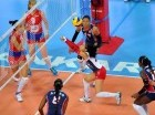 Brenda Castillo levanta una bola en el tercer parcial ante Serbía.