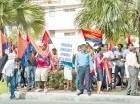 Protesta frente a Aduanas.