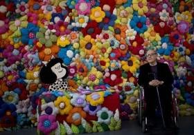 """El caricaturista argentino Joaquín Salvador Lavado, mejor conocido como Quino, creador del personaje de tiras cómicas Mafalda, posa para una fotografía durante la inauguración de la exposición """"El mundo según Mafalda"""", en Buenos Aires, Argentina"""