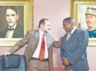 """Mario Lebrón y Teo Terreno protagonizan la obra """"En el Despacho Presidencial""""."""