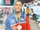 Jansel Ramírez posa con su medalla de plata en los 59 kilos estilo greco. Colimdo.org