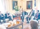 Las delegaciones de la Unión Europea y la ONU con el presidente Medina.