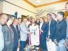 Peralta junto a la delegación de basket.
