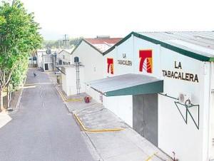 La Tabacalera es una de las fuentes de empleos en Villa González.