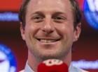 El pitcher de los Nacionales de Washington, Max Scherzer, sonríe durante su presentación tras firmar un contrato por 210 millones de dólares el miércoles, 21 de enero de 2015, en Washington. (AP Photo/Evan Vucci)