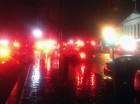 Imagen tomada con un iPhone en la que se observan vehículos de urgencias rodeando la esquina sureste de la Casa Blanca, cerca del edificio del Tesoro, después que un dron fue encontrado en los terrenos de la Casa Blanca antes del amanecer del lunes 26 d