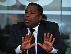 Santos renunció a la secretaría general del partido; Tony anunciará decisión esta semana