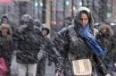 Más de 35 millones de personas entre Filadelfia y Boston se refugiaron en casa mientras una temible tormenta se abatía sobre la costa Este con nevadas y fuertes vientos.