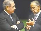 Danilo Medina conversa con Huchi Lora en el aniversario del Telematutino El Día.