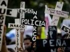 Durante una marchan con cruces en protesta por la desaparición de 43 estudiantes de magisterio, en la Ciudad de México.