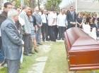 Decenas de personas asistieron al funeral de Manolo Quiroz.
