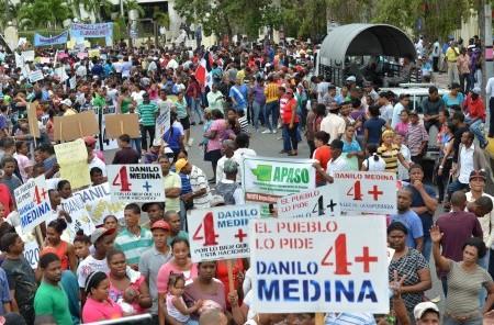 Miles de personas acudieron este miércoles 28 de diciembre al Congreso a pedir la reelección del presidente Danilo Medina