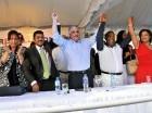 Miguel Vargas Maldonado, presidente del Partido Revolucionario Dominicano, Peggy Cabral y Junior Santos juramentaron a Tony Peña Guaba en un acto en la Casa Nacional de la organización política. Peña Guaba, quien renunció del PRM, estuvo acompañado