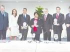 Ito Bisonó, Ligia Amada Melo y Manuel Guerrero junto a dirigentes de la AIRD.