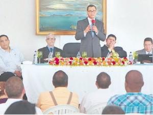 La comisión de juntas electorales en una de las asambleas para escoger miembros.