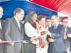 El presidente Medina cortó la cinta junto a la señora Melba Segura de Grullón.