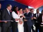 El presidente Danilo Medina corta la cinta para dejar inaugurada una estancia infantil en Verón.