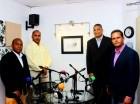 Desde la izquiérda los comunicadores Elerso Ortega, Cristian Santana, Cristian Mota y Carlos Vargas, del programa infórmate.
